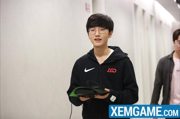 Đang thi đấu cho LGD nhưng lại bị bắt mặc áo SKT để quảng cáo, Peanut bức xúc gọi đây là trò lố bịch - Ảnh 3.